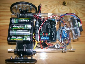 Tampilan atas dari Famosa Studio Robotik Kit